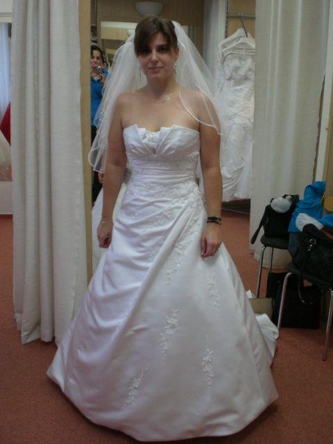 Zkoušení šatů - Obrázek č. 1