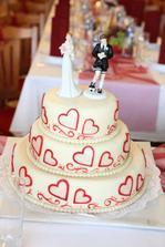 Náš dort - když jsme našli tyto postavičky, věděli jsme, že budou naše :-)