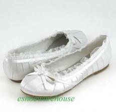 Presne také isté ako moje svadobné topanočky len bez opatkov :-) balerinky nesmu chybať....dufam že sa podarí ich kupiť