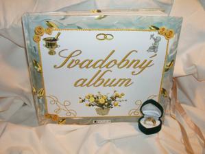 náš svadovný album s prstienkami