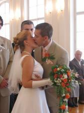 A první novomanželský polibek