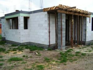 nalavo kuchynske okno, napravo terasa