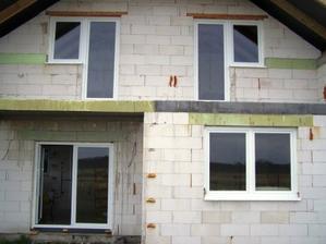 pohlad na dom z terasy