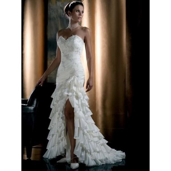 Šaty...kapitola sama o sebe, však dámy... :D - tieto som objavila dnes...možno by stáli za úvahu, hlavne sa dajú kúpiť hneď... :)