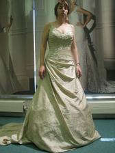 Krásné šaty, barva nesedí:(