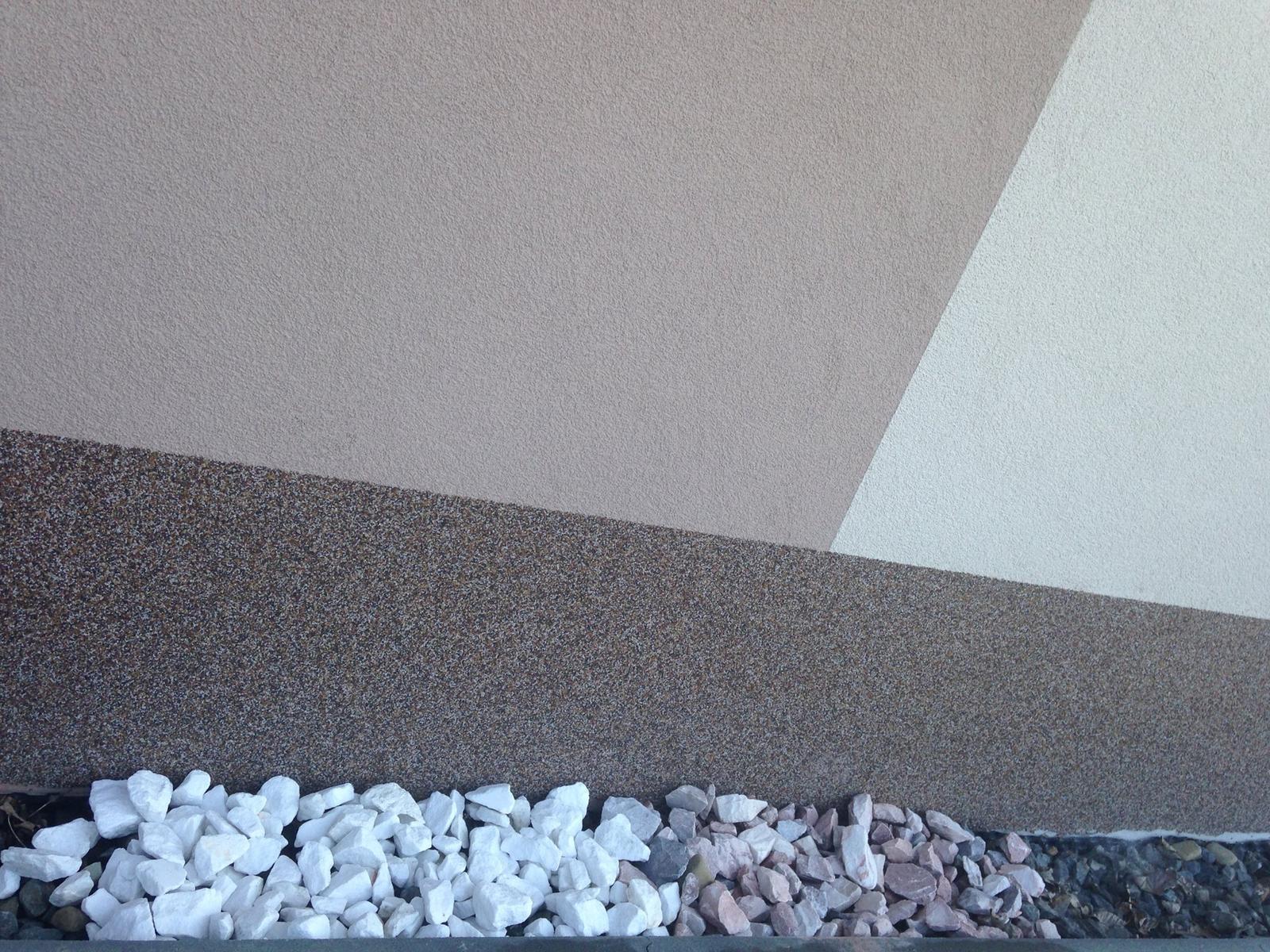 Prosím poradíte který kámen se spíše hodí k našemu domu? bílý nebo narůžovělý?? - Obrázek č. 2