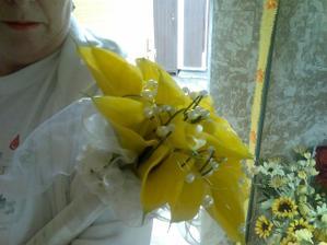 Moja svadobna kytica, ktoru drzi kolegyna :)))