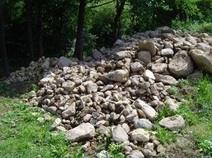 tolkoto kamena sme povyberali z vykopov,dalo to zabrat