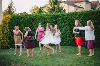 Na zahradě pak židovské tance. Měly úspěch :-)