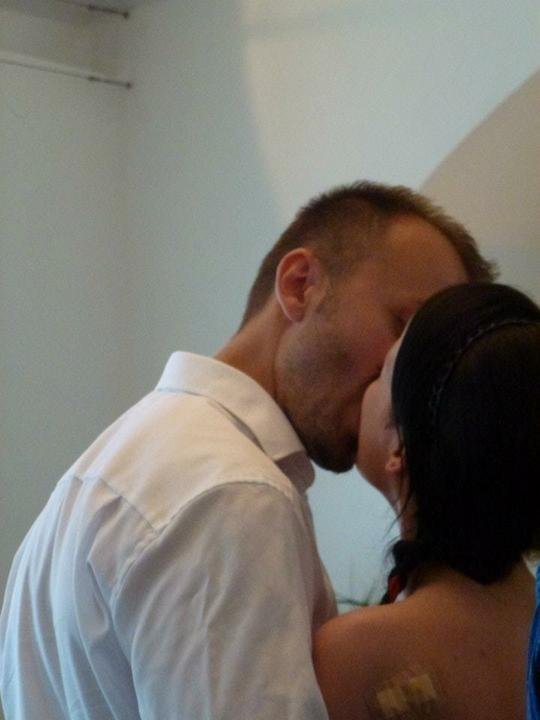 Pavla{{_AND_}}Honza - miláček polibek pěkně protáhl :-D Sanďa (fotografka) řekla, ať je polibek delší, aby ho stihla vyfotit...tak jí vzal za slovo :-) Já ho fakt miluju :-*