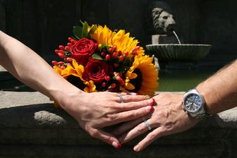 nehtíky krásně ladí ke kytce :-) děkuju Lucince za opět dokonale kouzelné nehty :-)