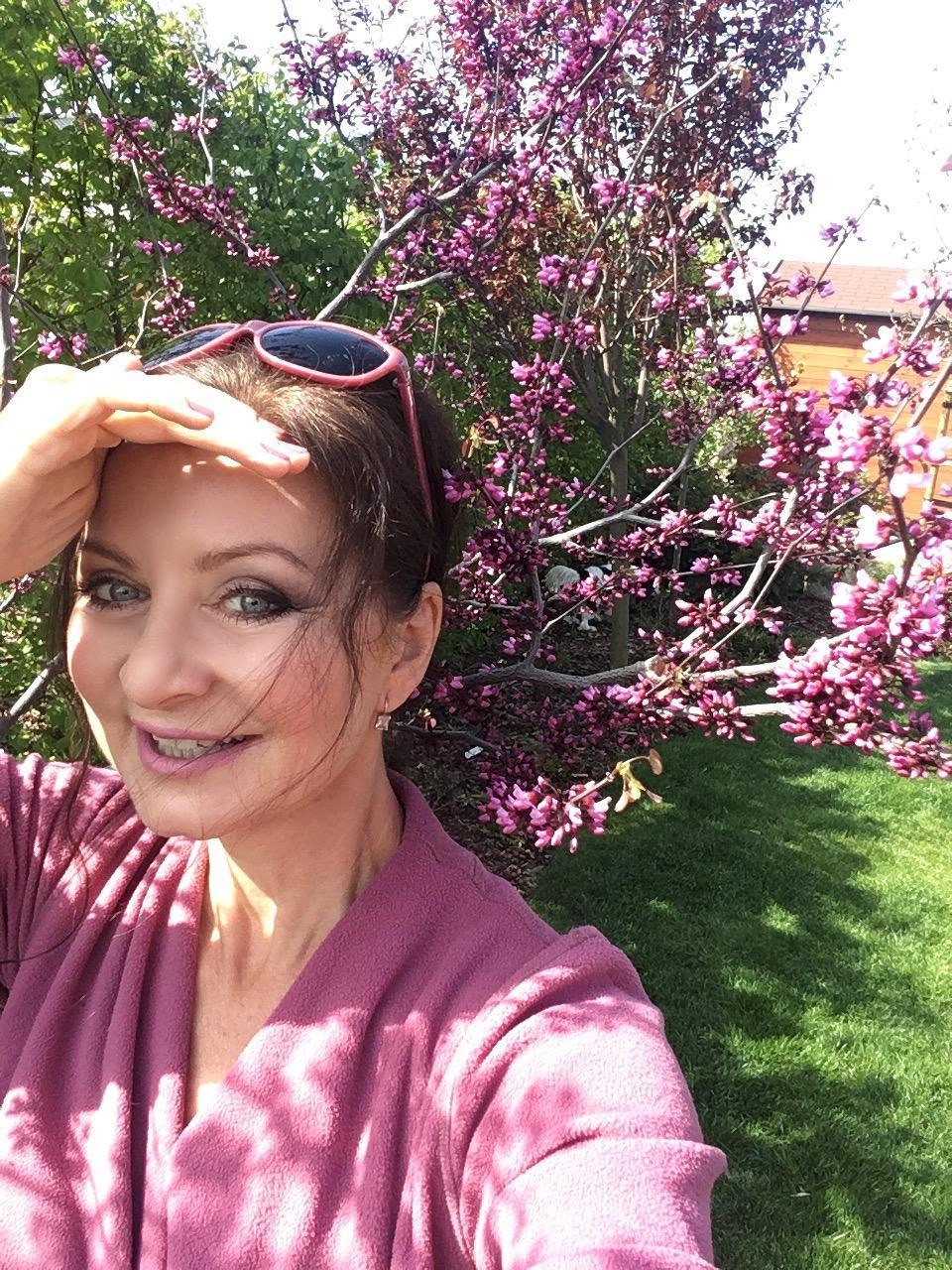 """Zahrada 2020 - zmarlika kanadska """" Merlot"""" a spokojena ja 😃"""