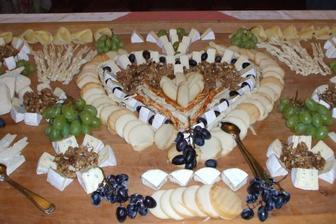Skvělý nápad na sýrovou výzdobu tabule :-)