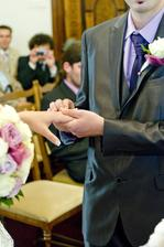..ženich nevěstě...