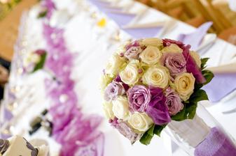 úžasná kytice, nádherně voněla, byla honosná, opravdu skvělá! :-) Ani jsem si ji pořádně neužila :-(