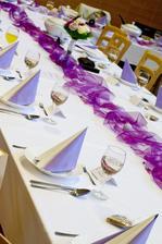mnou zhotovená svatební tabule :-) včetně dekorací, příborů, jmenovek, ubrousků...vše prošlo mýma rukama, uff, fuška! :-)