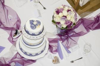 svatební dort a kytice, dokonalá dvojka :-)))