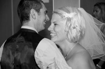 první tanec novomanželů :-) A vysmátí jsme proto, že ani jeden nevěděl, jak na to :o)