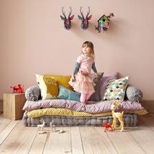 stary matrac a navlecene detske zbytocne paplony + vankuse paradicka tusim zrealizujeme a nad tym baldachyn ktory ma!