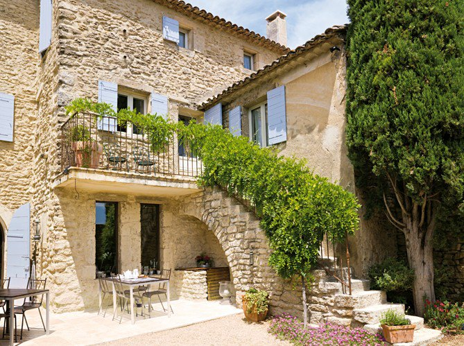 Дом из камня в итальянском стиле