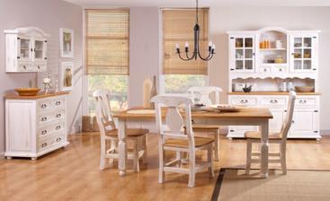 stoličky, stôl aj lavica sú v takejto farbe