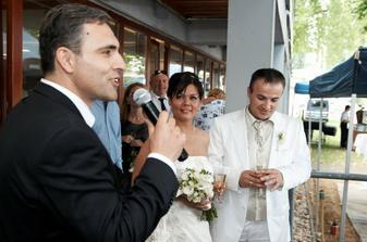 Ibo - svěděk manžela, vítá hosty