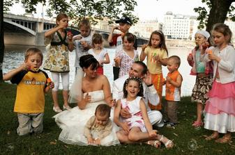 jen několik dětí ze všech, které byly na oslavě