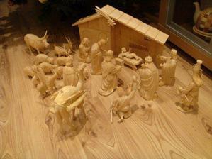 detail drevenneho betlehemu...