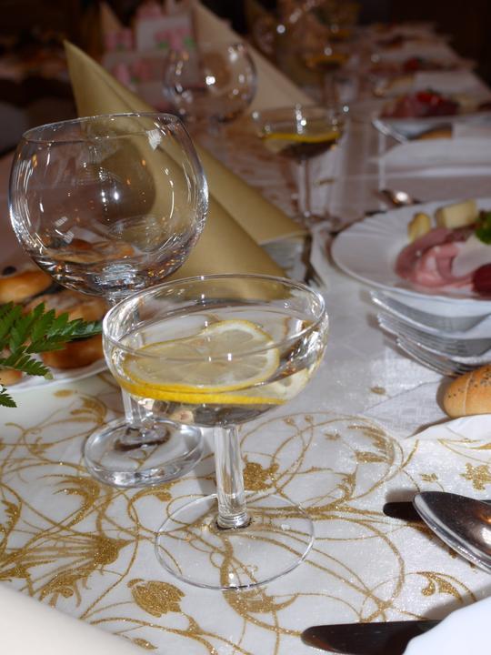 kvetaszenkova - organza se zlatým dekorem
