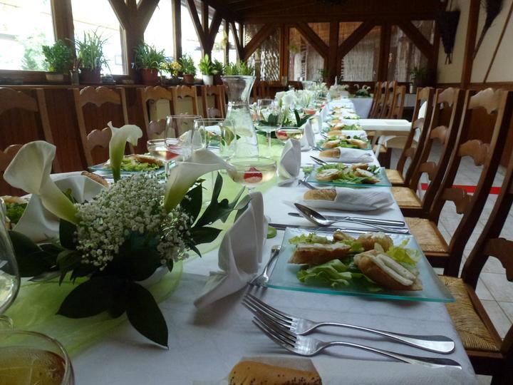 kvetaszenkova - bílo-zelená tabule na pergole