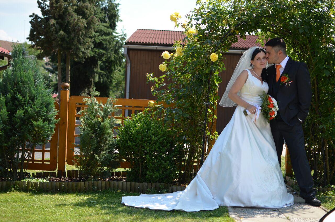 Obřady u nás na zahradě - Zákoutí pro fotky :-)