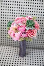 ranunculus, šeřík, růže, netřesk