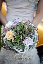 nádherná kombinace - růže, hortenzie