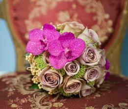 růže, trachelium, orchidej