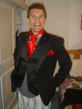 tuxedo mojho nastavajuceho...skusal to na pyjame, takze to aj tak vyzera ;O)