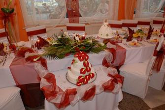 hlavny stol a torta (boli dve.. :O) )