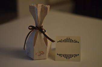 krabička-darček pre hostí a menovka na stôl