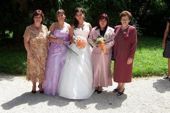 Náš malý babinec - s maminkou, babičkou, sestrou a tetou,