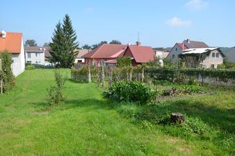 pohled do zahrady v září 2014