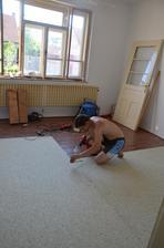 """""""nová"""" podlaha...na kompletní předělávku nejsou finance, tohle snad nějaký ten rok vydrží :-)"""