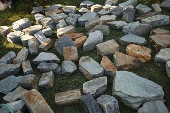 Kamene zo Žirian - kvôli tvaru ich chceme použiť na stĺpiky.