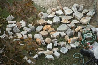 Tieto kamene idú do stĺpov a do schodov.