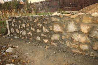 Táto strana múru je hotová.