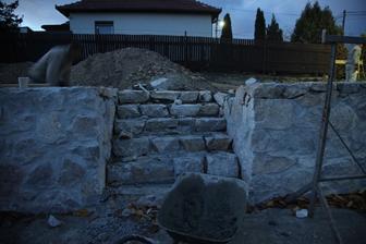 Poniektoré kamene budú vymenené, lebo nemajú pekný hladký povrch.