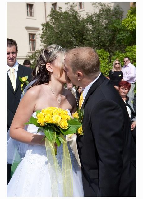 Radka{{_AND_}}Tomáš - náš první krásný a sladký novomanželský polibek