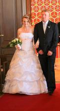 Tatínek přivádí nevěstu