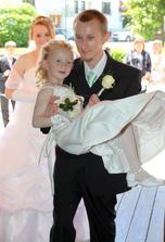 Těhotnou nevěstu zastoupila hlavní družička a dcera novomanželů v jednom