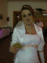 Nevěsta chycena při činu :-) ...s řízkem v ruce. No jo, miminko mělo hlad :-)