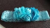 Modrý podvazek s květinami , 36