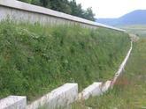 Vystužený strmý svah s čelom z KARI rohože, Nová Bystrica 2007